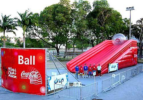 Jumbo-ball inflatable ramp