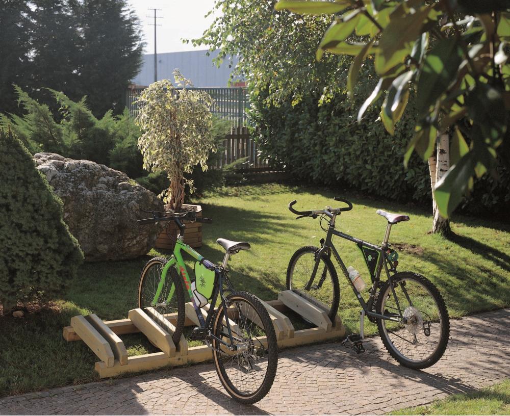 Giochi arredi outdoor arredo urbano e giardino portabici for Arredo urbano ancona