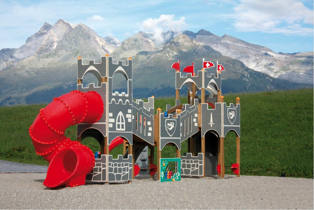 Castle with 6 towers in polyethylene with ramps, slides and tunnels